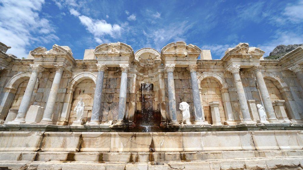 sagalassos antik kenti antoninler çeşmesi